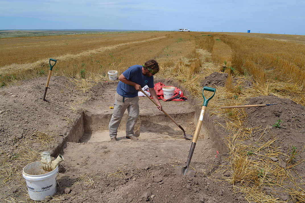 Excavation in late-Wisconsinan loess at the Scheuerman site.