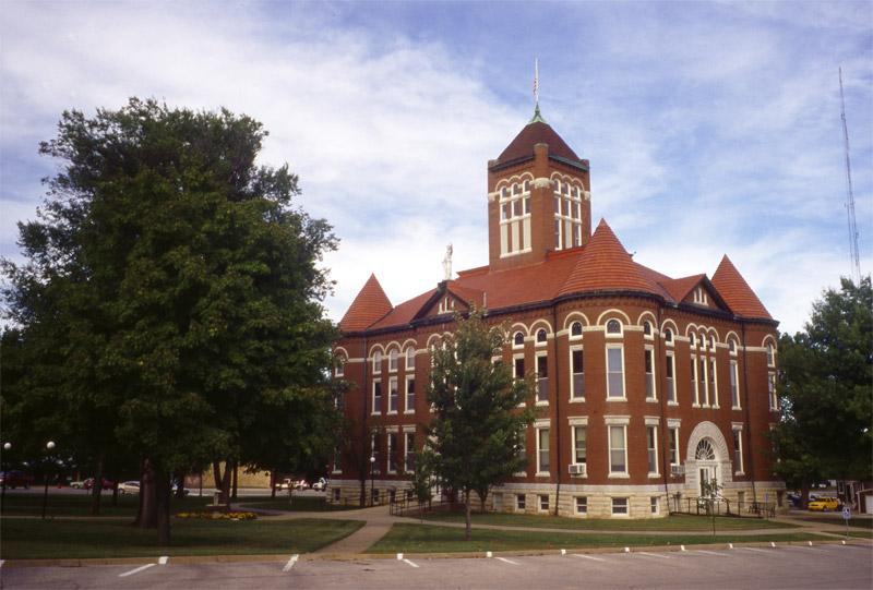 AN-Courthouse-in-Garnett