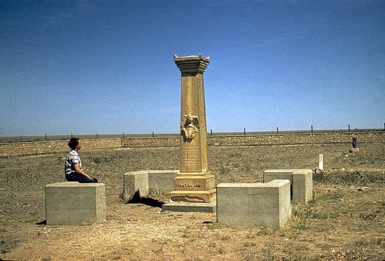 WA-Monument-at-Ft-Wallace